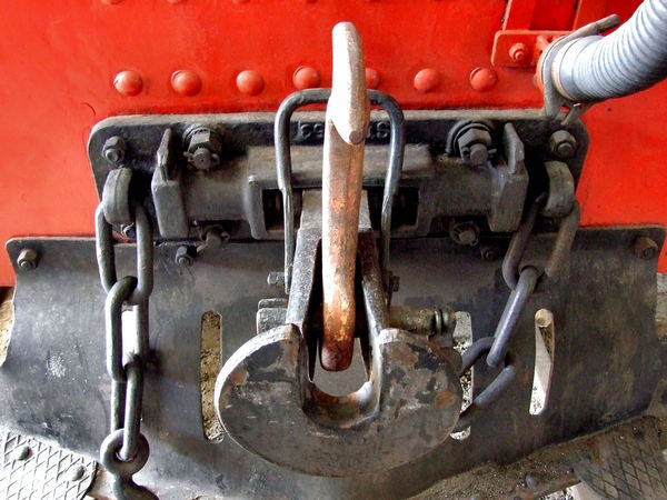 historic carriage couplings1: steam trains carriage connections