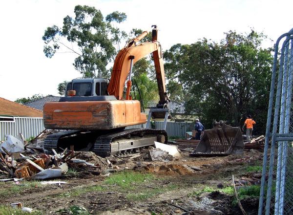 demolition job7: suburban house demolition with excavator