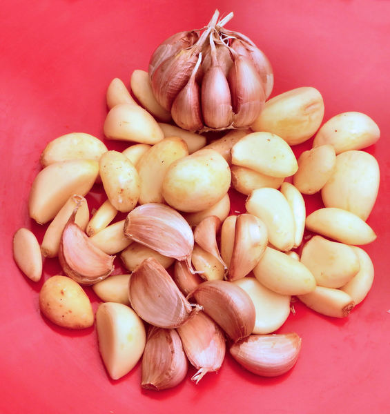 garlic cloves3: quantity of raw unpeeled & peeled garlic cloves