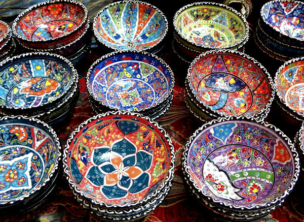 Turkish glazed ceramics2: colorful Turkish plates, dishes & other ceramic objects with raised glazing