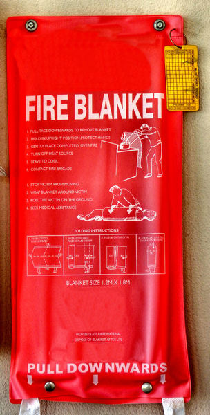 emergency aid3: special fire blanket in case of fire