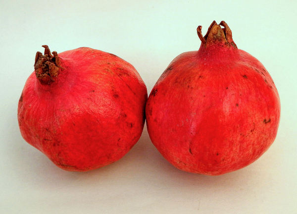 pomegranates1: well-known seedy fruit