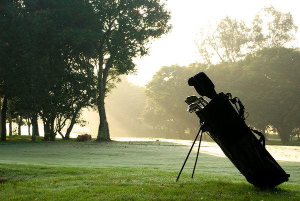 Golf bag: Saw a nice frame and clicked without thinking twice.