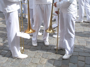 Clean Brass-: Members of the Royal Swedish Navy Band heaving a chat.